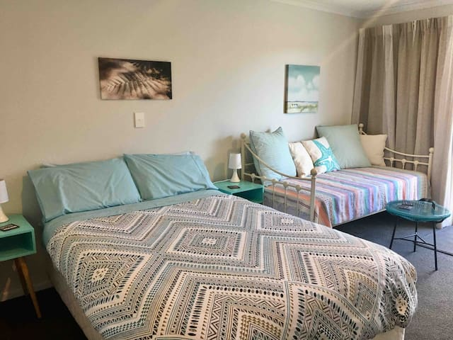 Relax at Nel's Place Papamoa Single, Double, Twin