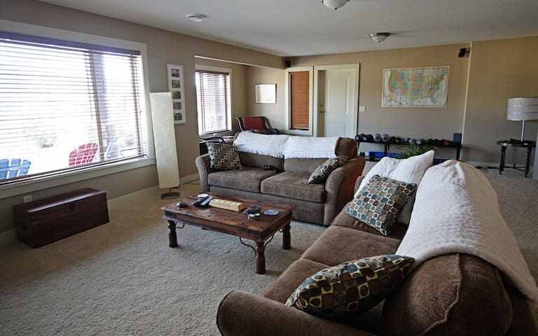 Sitting Room with TV, Netflix and lots of comfy seating