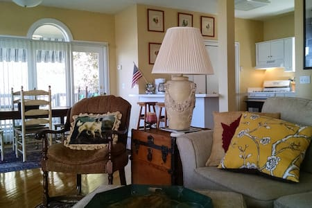 Beautiful Lakehouse Retreat...Pet Friendly! - Winchester