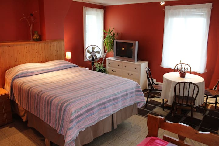Chez Jacques et Chantale B&B - Capitainerie - Saint-Roch-de-Richelieu - Bed & Breakfast