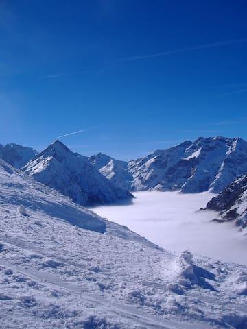 Appart au Centre de la Station | Accès Piscine Extérieure Chauffée + Casiers à Skis