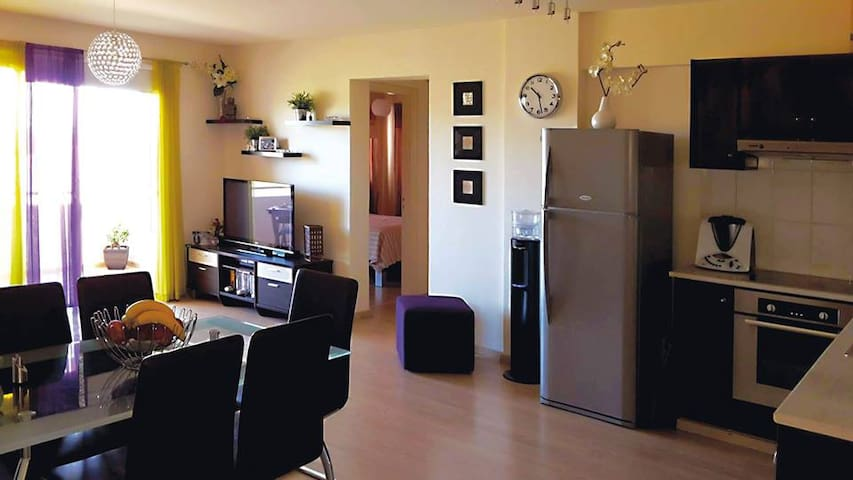 2 Bedroom Relaxing Cozy Apartment in Pervolia - Perivolia - Leilighet