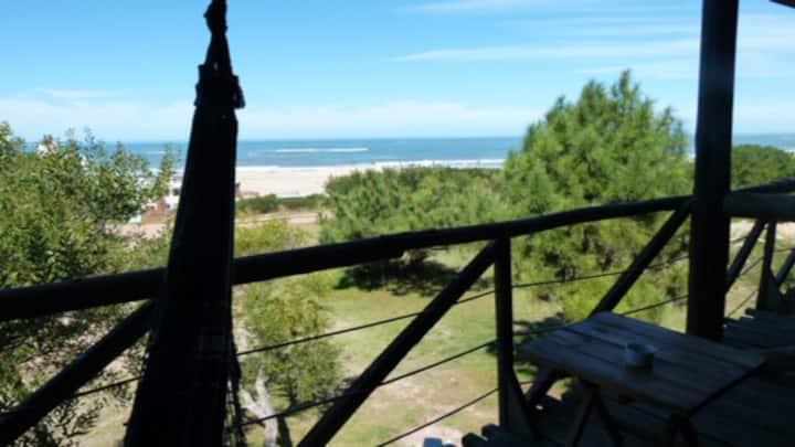 HERMOSA CABAÑA DE MADERA  frente al mar, con hamac
