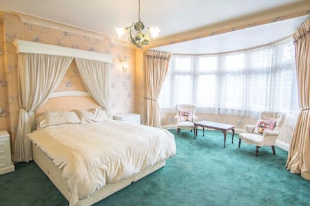 Charming room in a palace - Londres - Casa