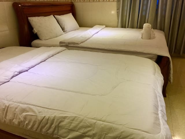 Private room 2 beds+A/C+WiFi+Breakfast +Pickup .