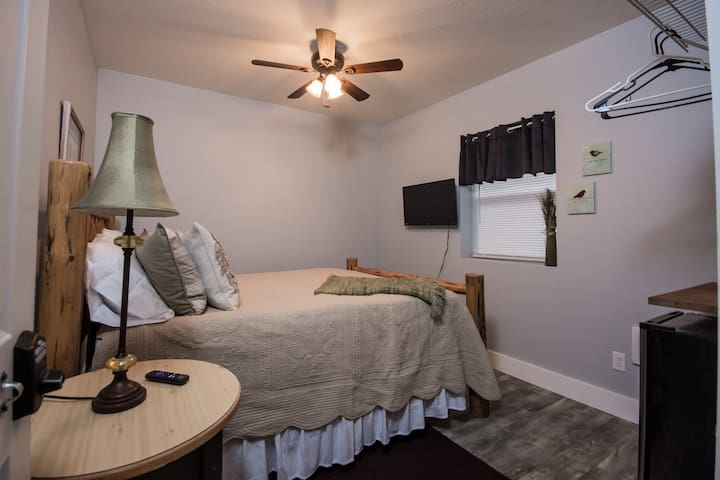 Modern Suite / AC, Self Check In / Free Parking #1