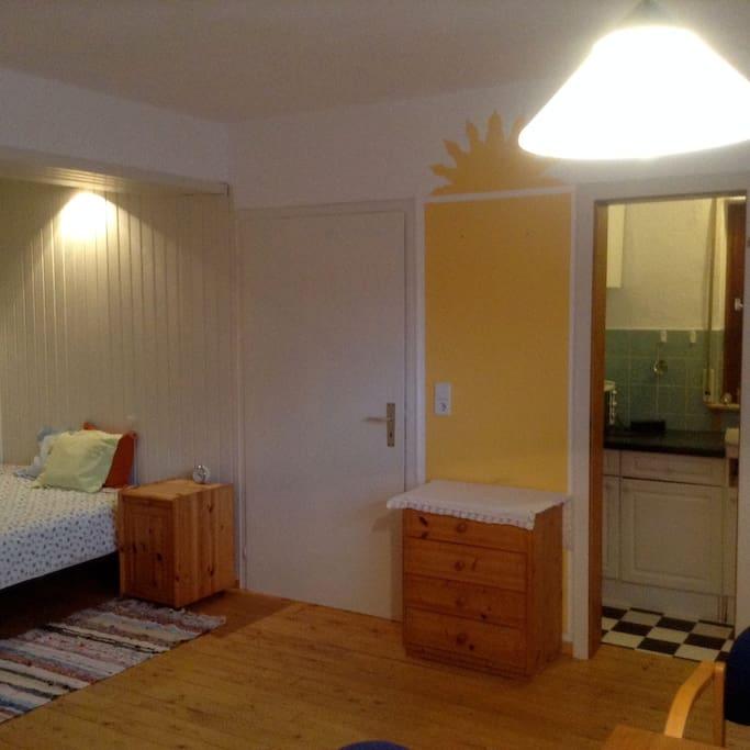 Large Studio Apartments: Gemütliches Studio-Apartment Mit Bad Und Küche