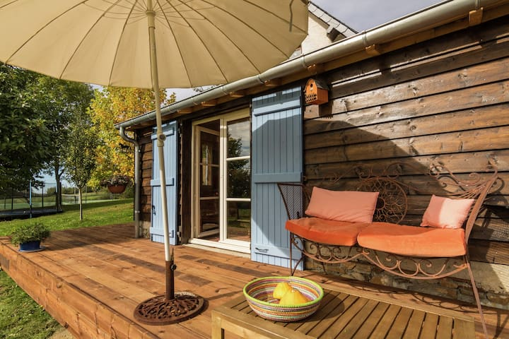 Cozy Cottage in Saint-Mesmin with Swimming Pool