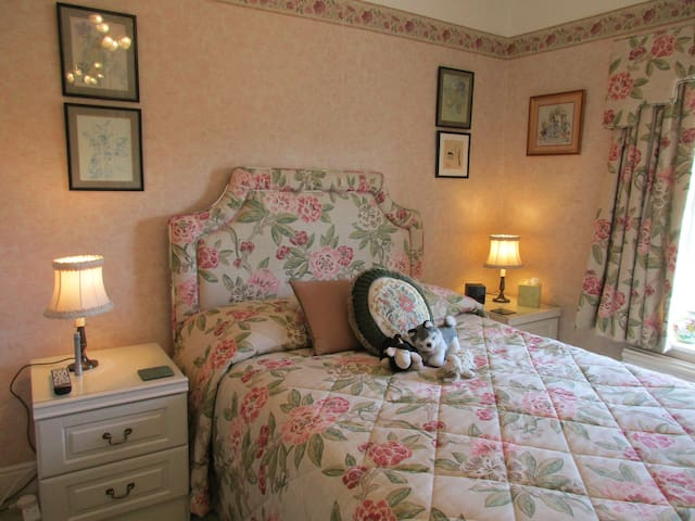 Double room Ensuite Countryside views Tansley