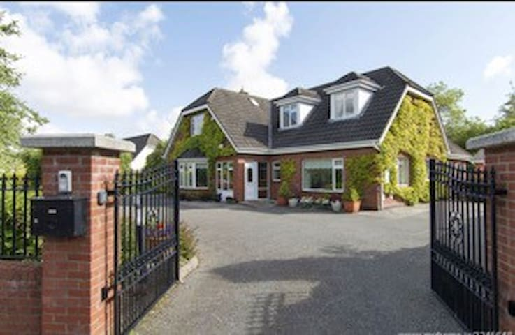 STUNNING APARTMENT WITH GOOD GARDEN VIEW - Maynooth - Daire
