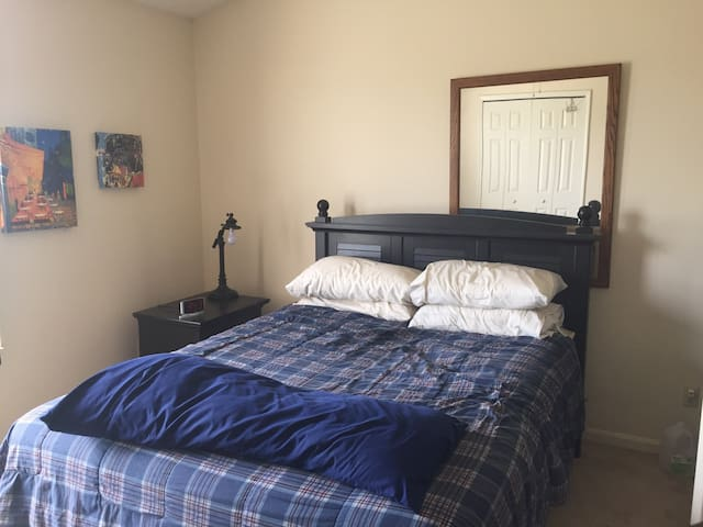1 Master Bedroom & 1 Bathroom - Streetsboro