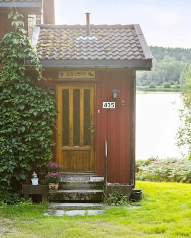 Charming, authentic vintage house with lake view