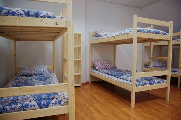Кровать в общем  8-ми местном номере - Krasnaya Polyana - Hostel