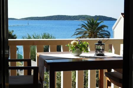 Vis, apartment near the sea C