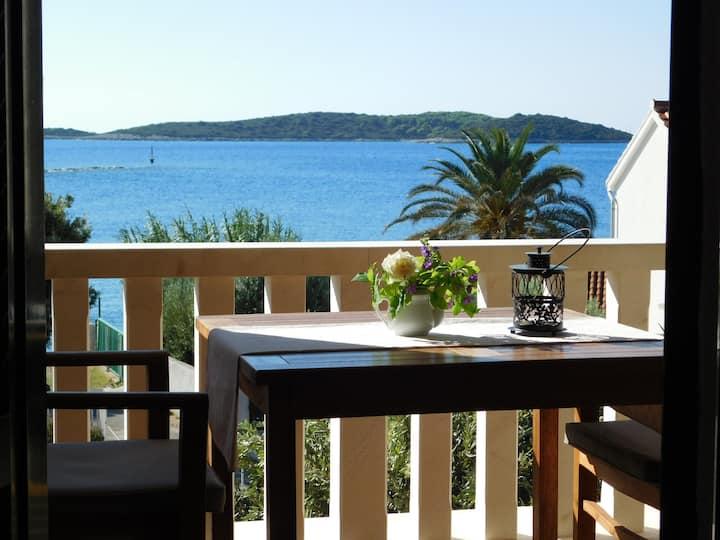 Vis, apartment near the sea C