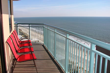 Penthouse w/ 2-sided balcony at Oceanfront Resort - Myrtle Beach - Departamento