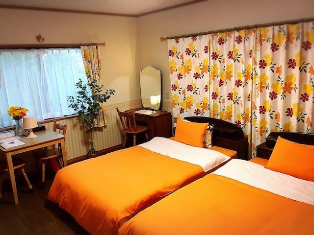 2 double beds : Yellow Room