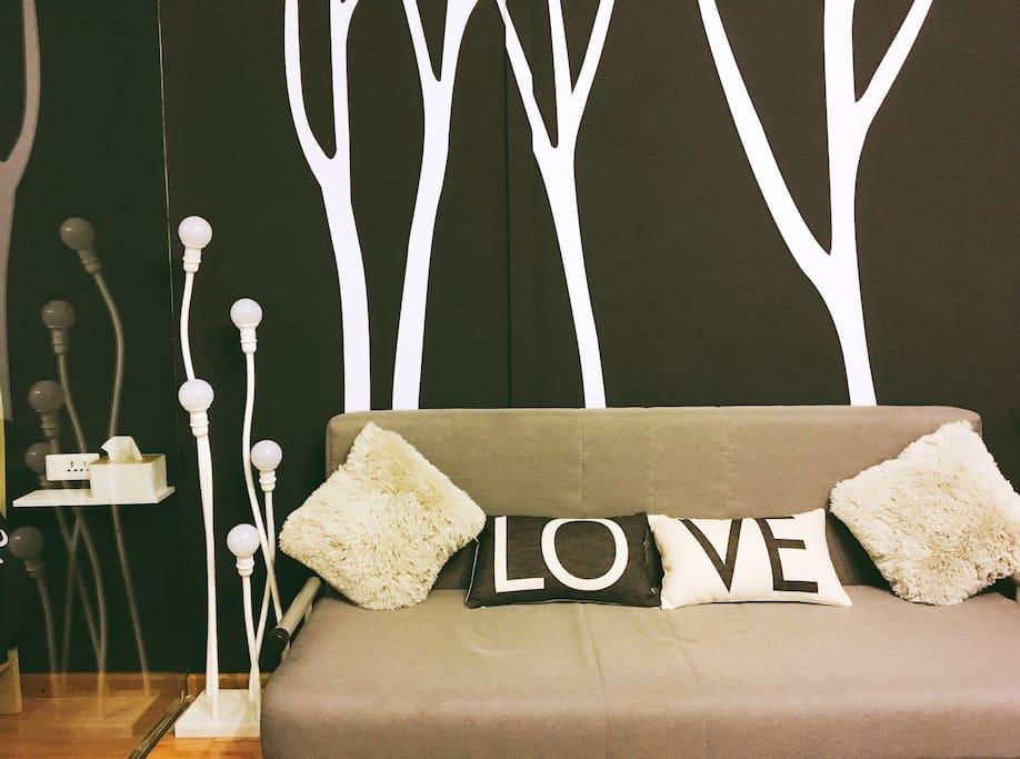 黑白墙的设计,强烈的视觉冲击,在暖灯效果下,特别潮,特别In!