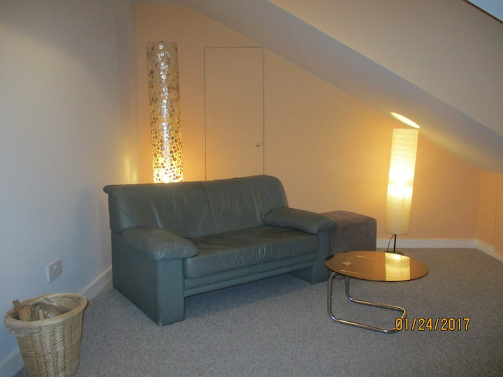 Brand new and airy loft - 5 mins to the beach!
