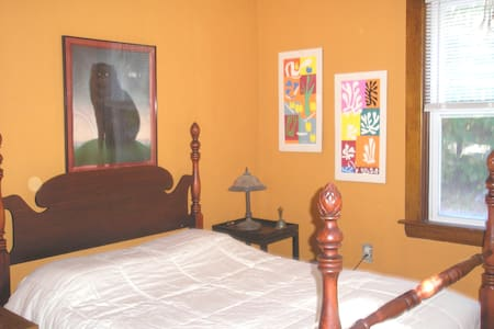 Bright and colorful room - West Warwick