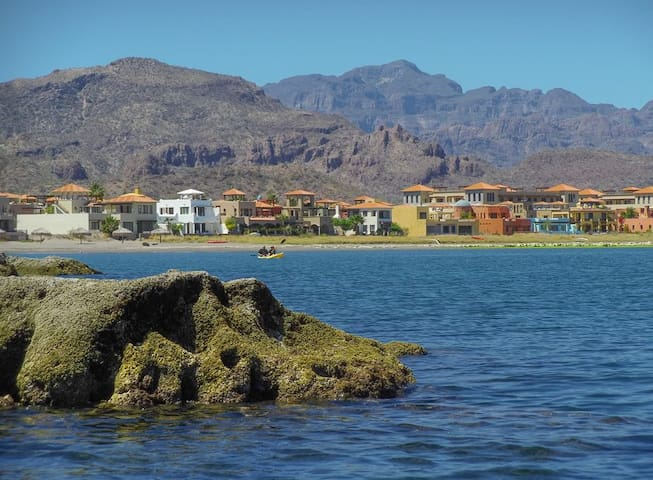 Casa Serena, Luxury Villa, steps from beach