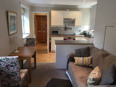 West Durie Cottage - 2 floors, private entrance.