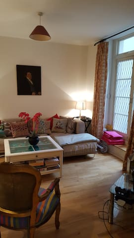 Cosy, eclectic flat in great location