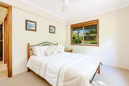 Aroona Sunshine Coast: quiet 2 bd unit under house - Aroona