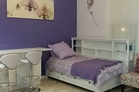 Fairview,  all renovated large 1 br - Fairview - Apartemen