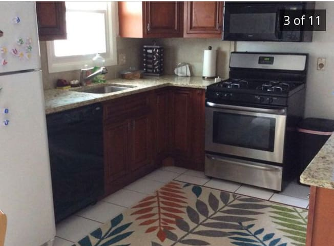 Charming brick ranch near the airport and downtown