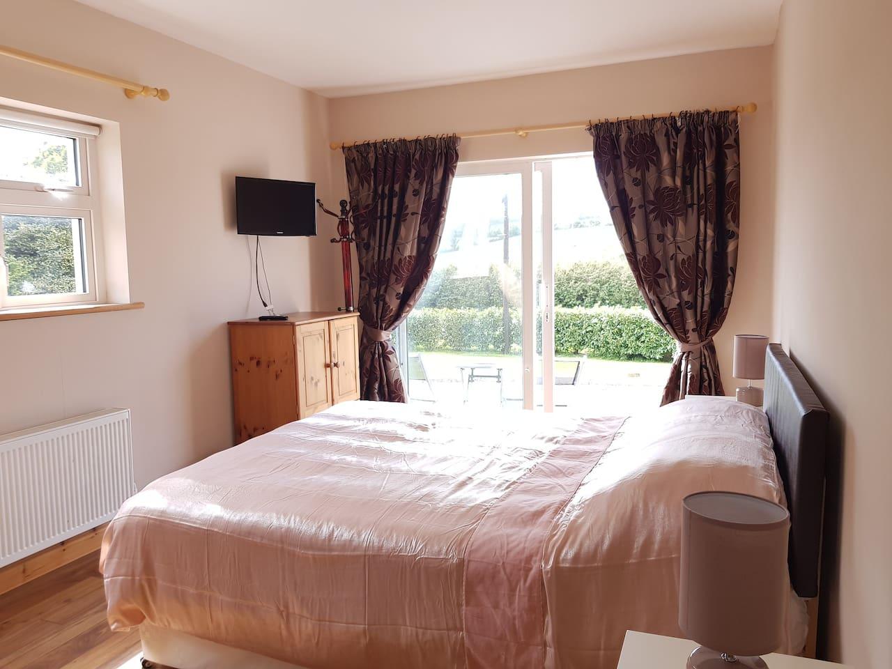 Bright, cosy room with private access.