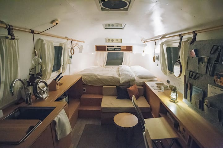 VINTAGE AIRSTREAM 27FT TRAVEL TRAILER STAY