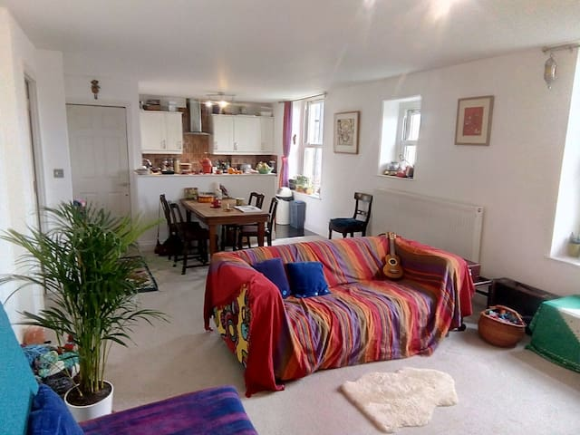 Light Colourful & Creative Family Apartment!