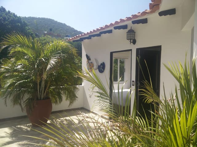 Exclusive VILLA mountain view 5m from sea, Jacuzzi