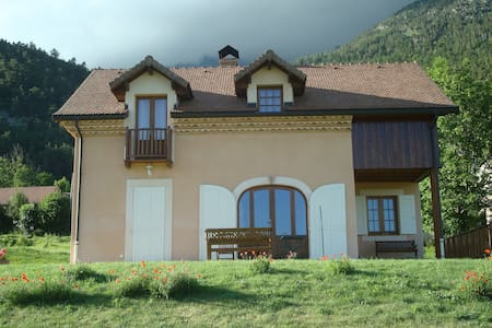 MAISON SOLAIRE RECENTE EN MONTAGNE - La Motte-en-Champsaur - Rumah
