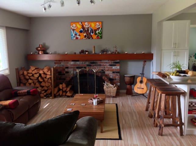 Cozy rustic home Upper Thetis