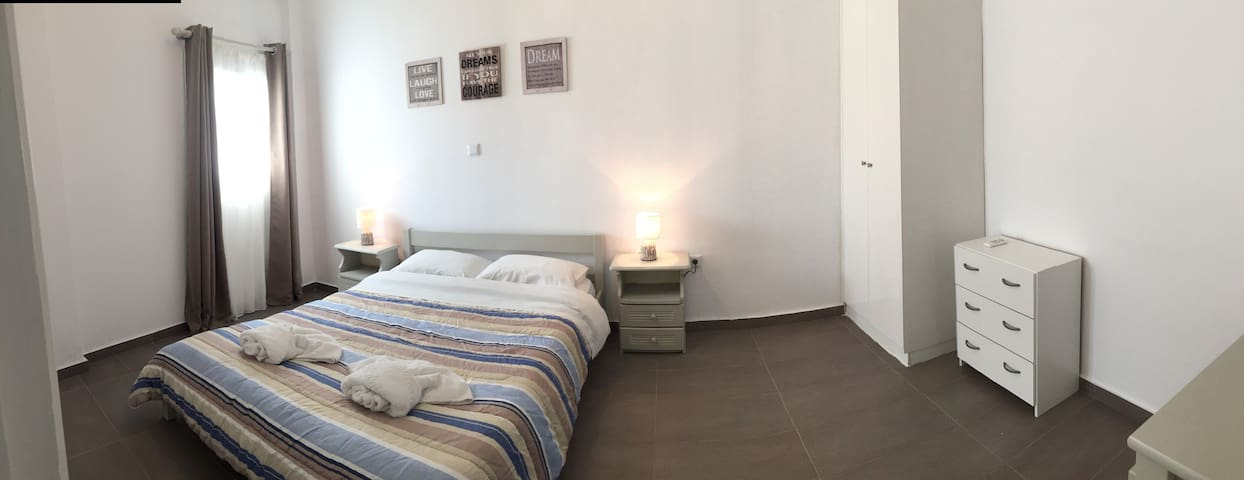 Apartment for 2-4 people 50 meters from the Port - Paros - Appartamento