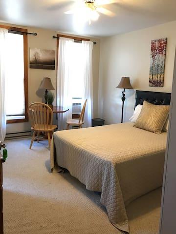 The Elm Inn - Room 4