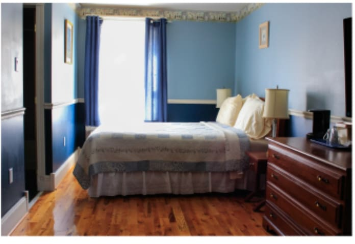 The Victorian Candle Bed and Breakfast Guest Room