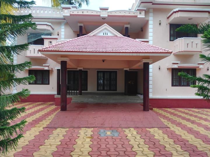 Five bedroom Luxury Villa near Cherai Beach