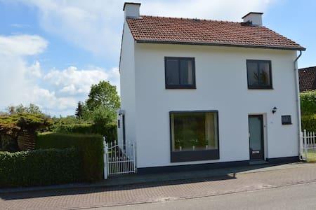 Agréable maison de vacances à Eckelrade avec jardin clôturé