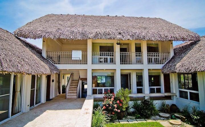 Baroro Beach Villa Private Rooms