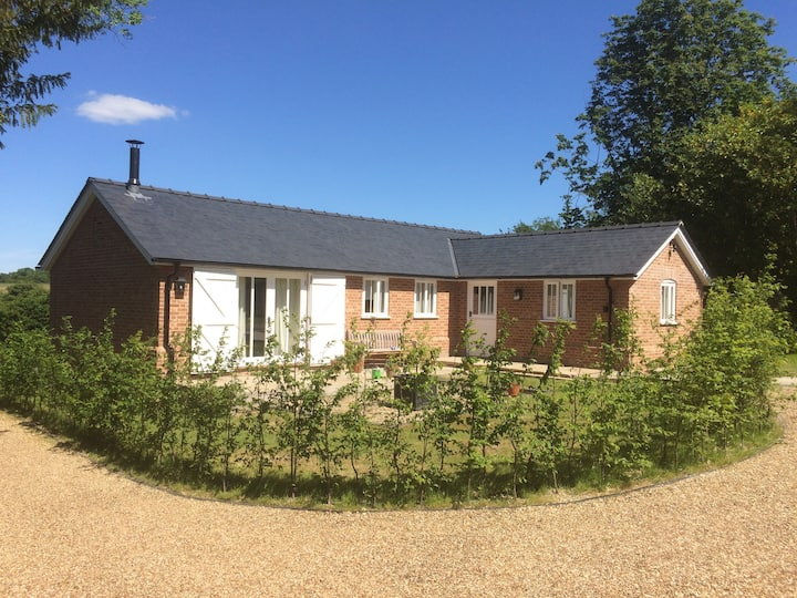 The Lodge, Castle Camps - Dog friendly