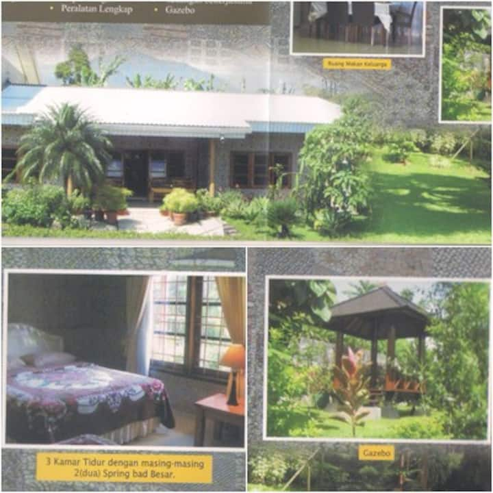 Rooms at Villa Salinas Puncak Near Safari Zoo