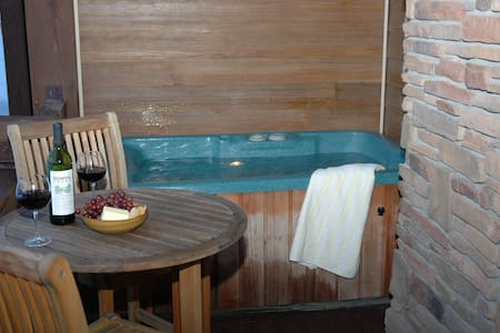 Snowbasin Luxury ski condo w  hot tub & garage - 亨茨维尔(Huntsville) - 公寓