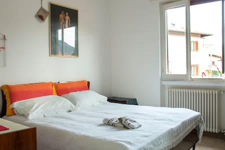 Cozy room in a quiet village - Casa
