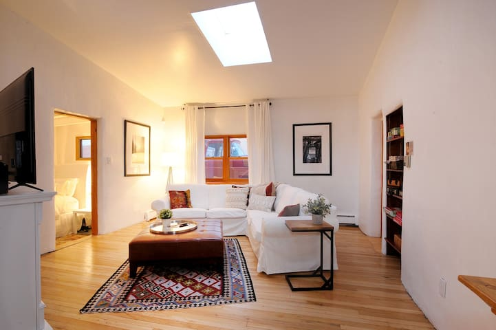 Bright and Spacious 3 bedroom Garden Home