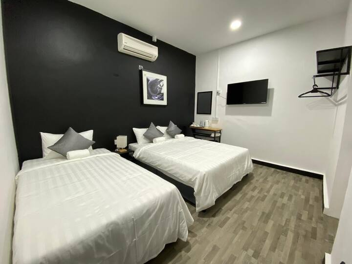 QUEEN BED AND SINGLE BED WITH BALCONY