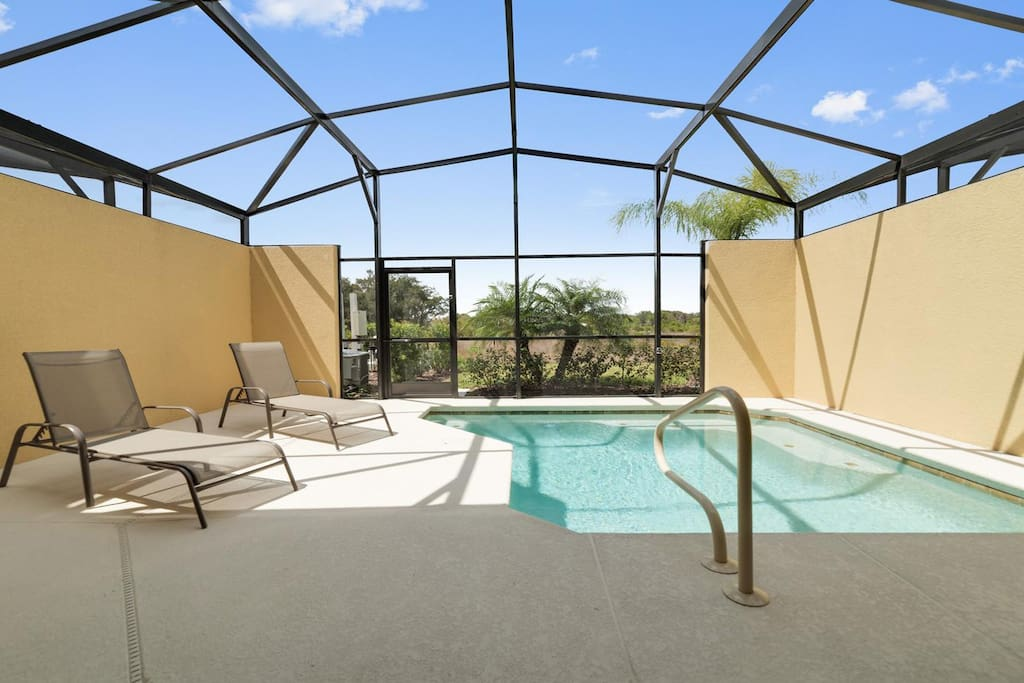Beautiful large dip pool with conservation views
