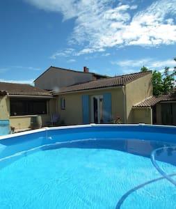 villa sans vis a vis proche Avignon piscine - Sauveterre